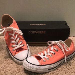 Peach Low top Converse